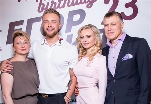 Егор Крид с мамой, папой и сестрой Полиной