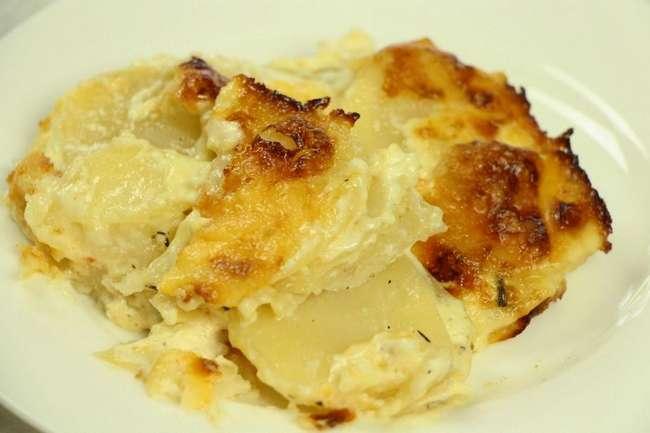 Тушеная картошка в сметане в духовке