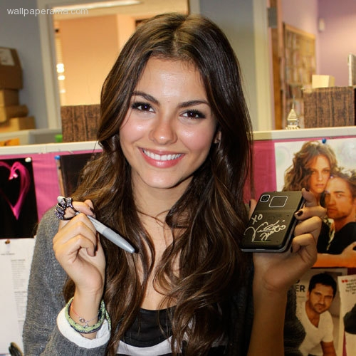 Victoria justice cell phone