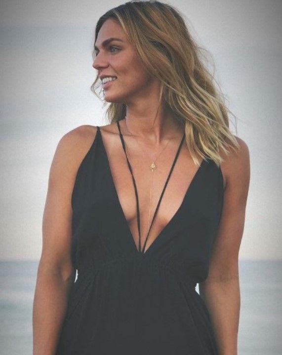 Юлия Ефимова с голой грудью