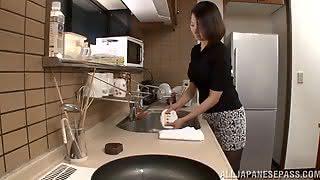 Японец уломал на секс 30летнюю домохозяйку в колготках