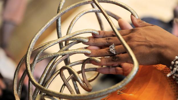 Do your fingernails grow after death