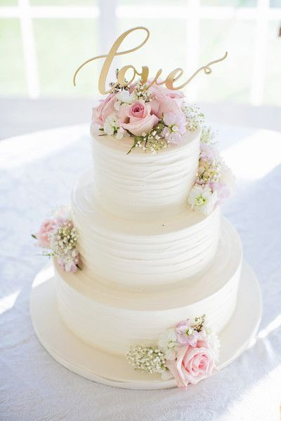 White wedding cakes with pink roses