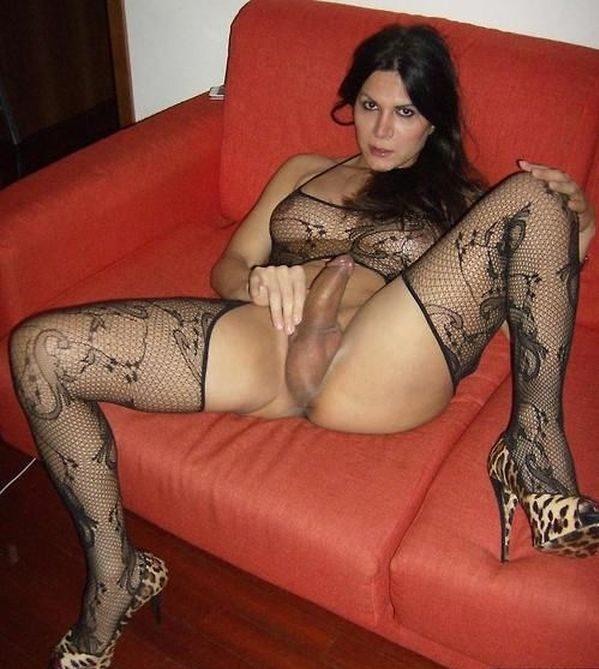 Фото 25 - Исключительный голый транс с стоячим пенисом - частное. Трассексуалка с половым членом. Шикарное секси