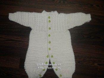 Как связать комбинезон для новорожденного спицами