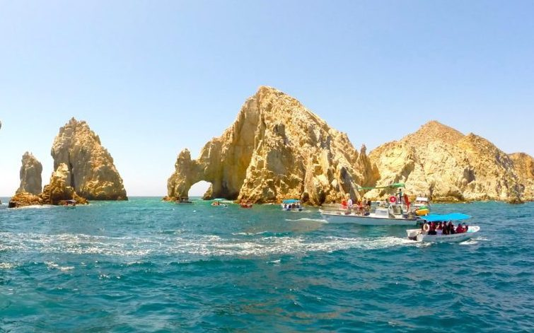 Where do celebrities stay in cabo san lucas