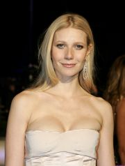 Gwyneth Paltrow arrives at the 2005 Vanity Fair Oscar Party at Mortons in West Hollywood February 27, 2005. REUTERS/Kimberly White LEISURE OSCARS
