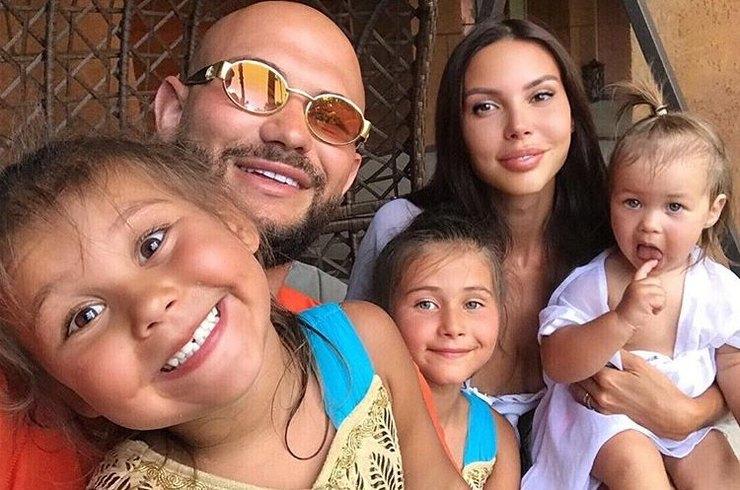 Джиган иОксана Самойлова устроили свадьбу двум своим дочерям
