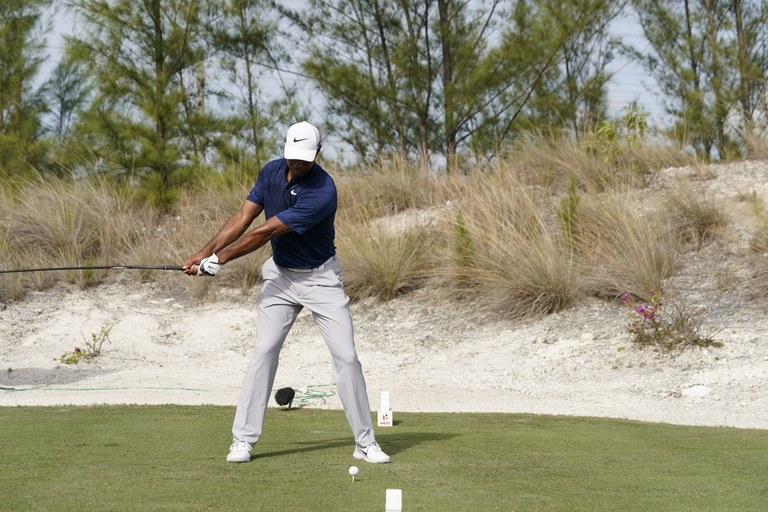 Tiger woods swing sequence golf digest