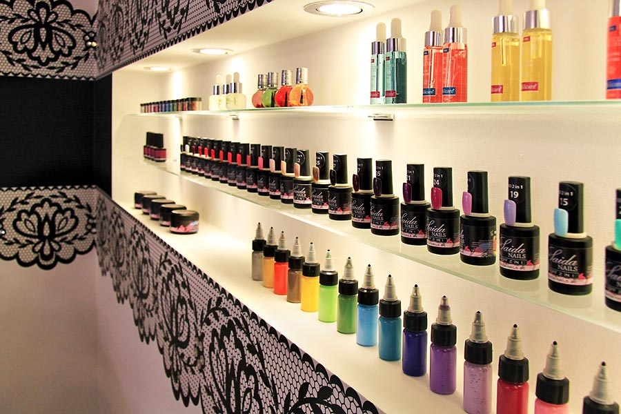 Nails store