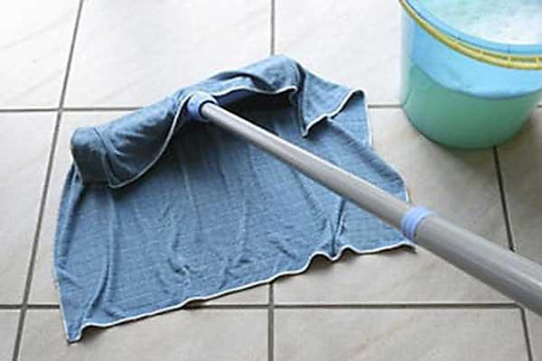 Мыть полы во