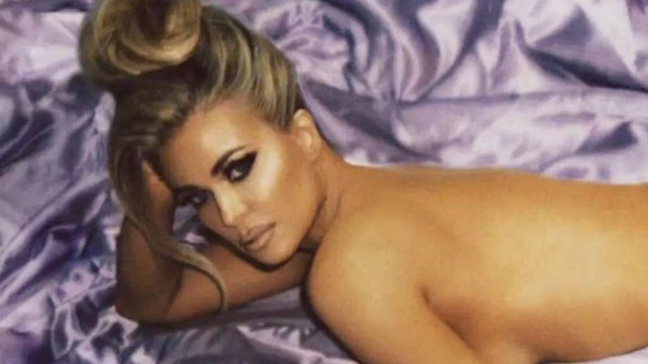 Carmen electra posing nude