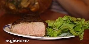 стейк с зеленью