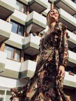 Gigi Parker Long Sleeves Wrap Dress With Ruffles - 10