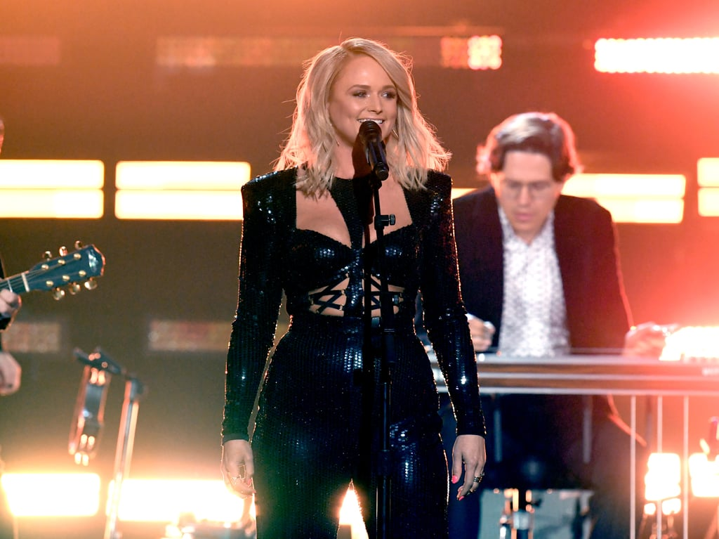 Miranda lambert singing at country music awards