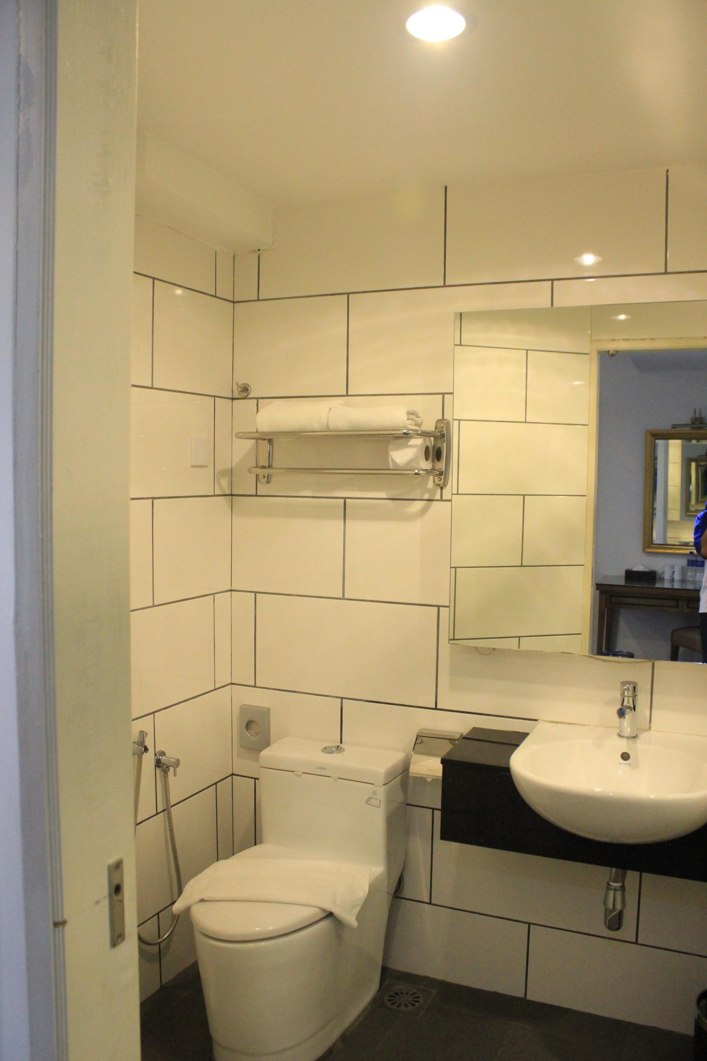 Bathroom Superior Armenian Hotel
