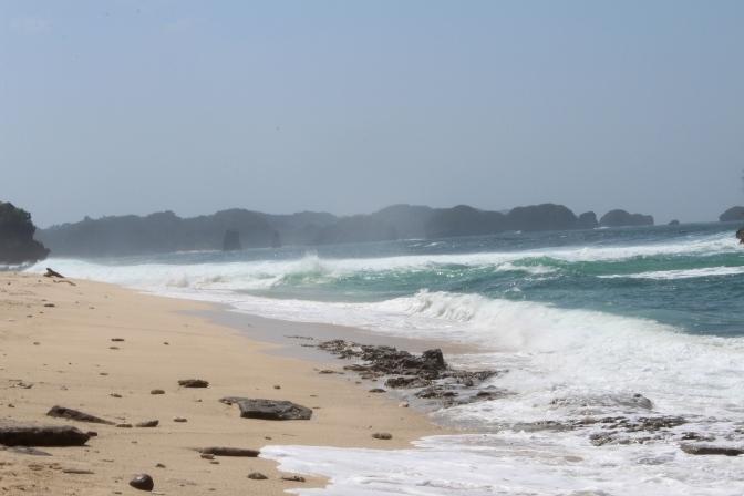 Pantai Gua Cina Malang