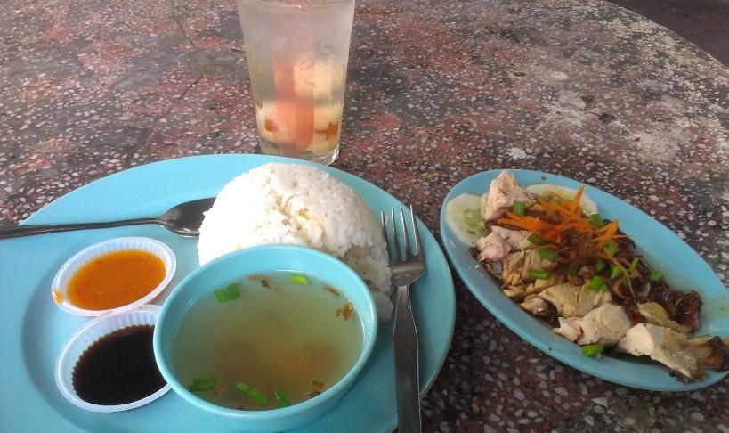 Makan siang dekat Port Cornelis bersama Chicken Rice