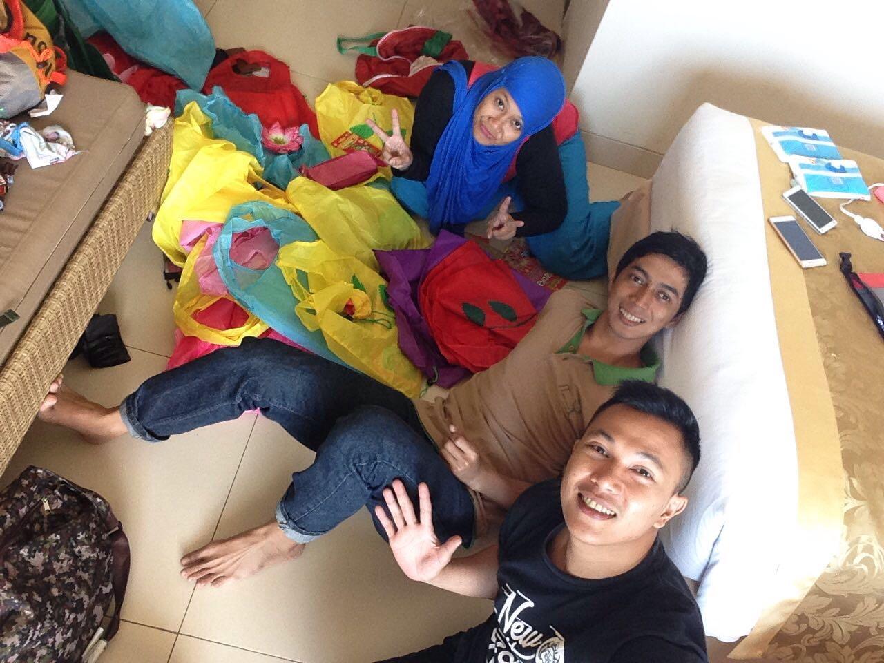 Packing baksos anak-anak Kampung Ujung