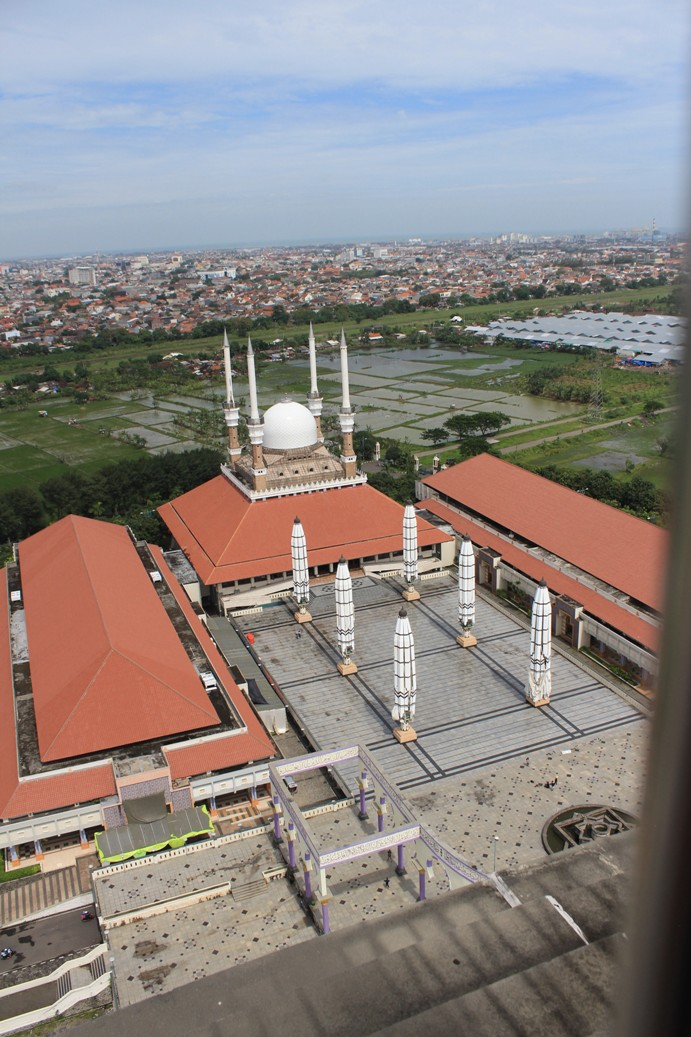 Masjid Agung Jawa Tengah dilihat dari Menara Al Husna