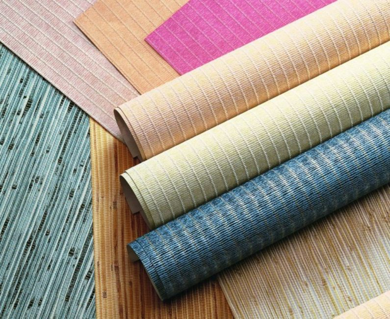 Чаще всего для отделки домов и квартир используют бумажные, виниловые и флизелиновые обои
