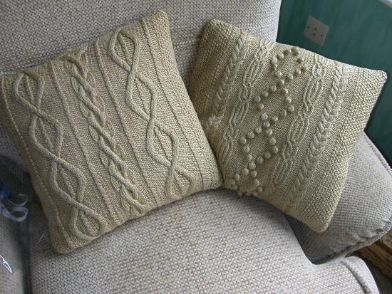 диванные подушки в интерьере