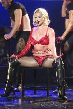Бритни Спирс оголила грудь в бассейне, 06.08.2007