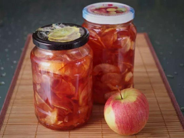 Яблочное варенье дольками янтарное с корицей