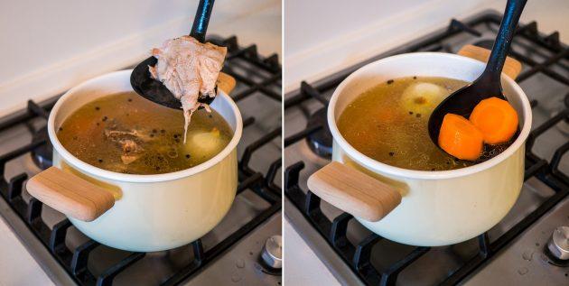 Как сварить куриный бульон: достаньте курицу и овощи