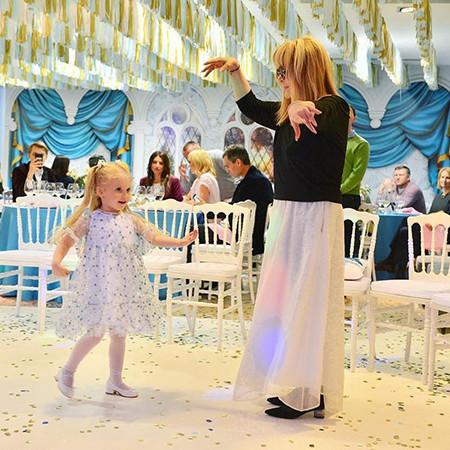 Алла Пугачева Танцует со своей дочерью Лизой