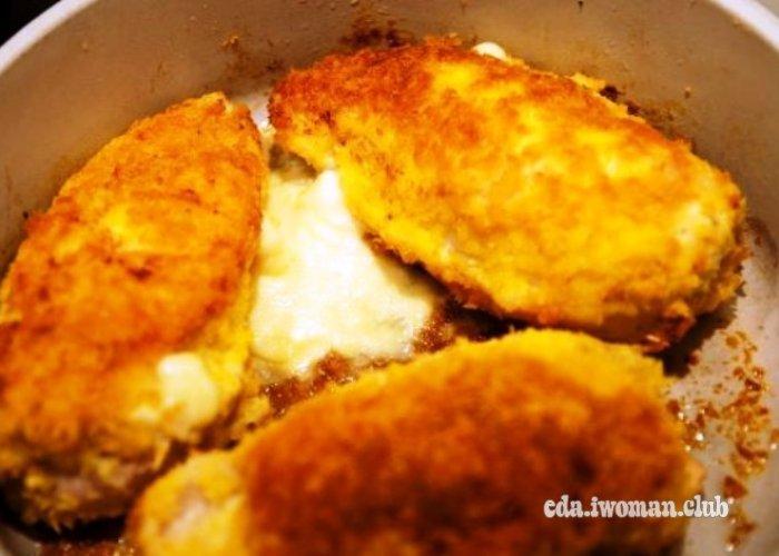 Куриная грудка с сыром в панировочных сухарях