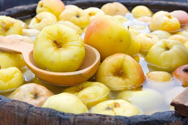 Яблоки квашеные антоновка