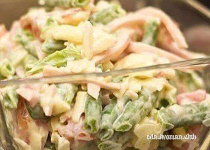 Салат с стручковой фасолью и ветчиной и грибами