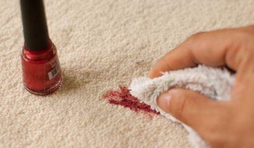 Как оттереть лак для ногтей с дивана