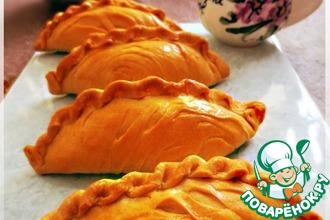 Рецепт: Пирожки из домашнего слоеного теста с творогом