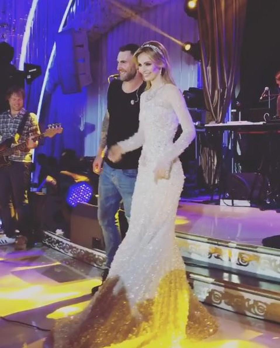 Счастливая невеста подпевает Maroon 5. Фото: instagram.com/ninoeliava