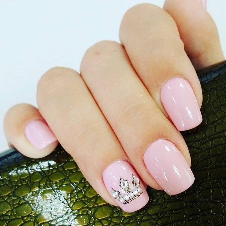 Tiara nails