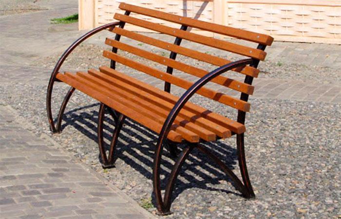 Скамейка с закругленными подлокотниками