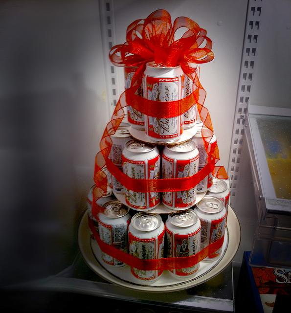 Как сделать подарок из пива