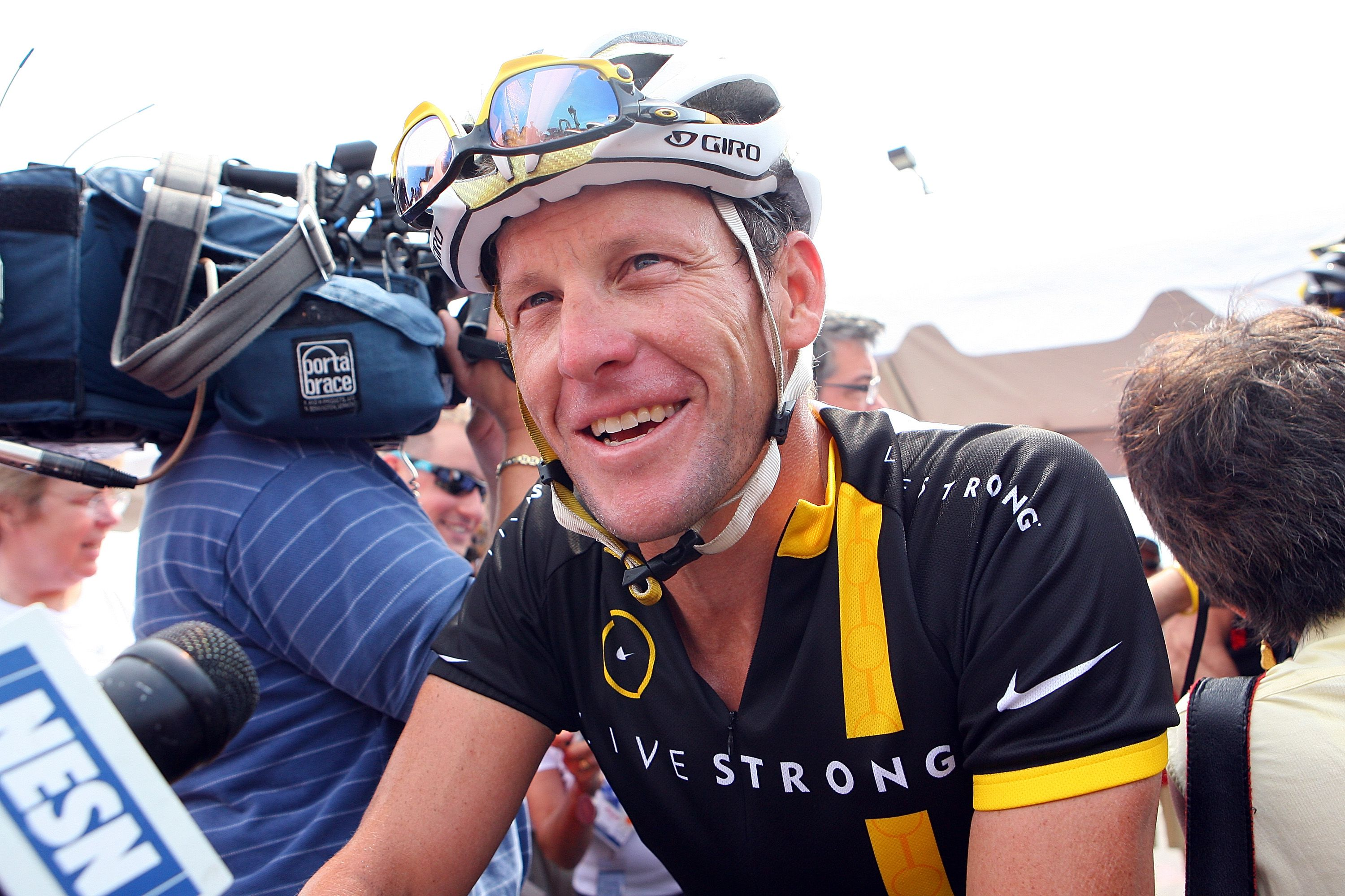When was lance armstrong diagnosed with testicular cancer