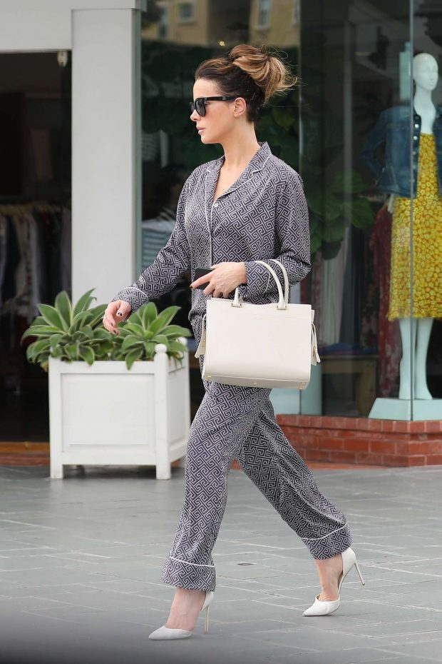 Kate beckinsale shopping