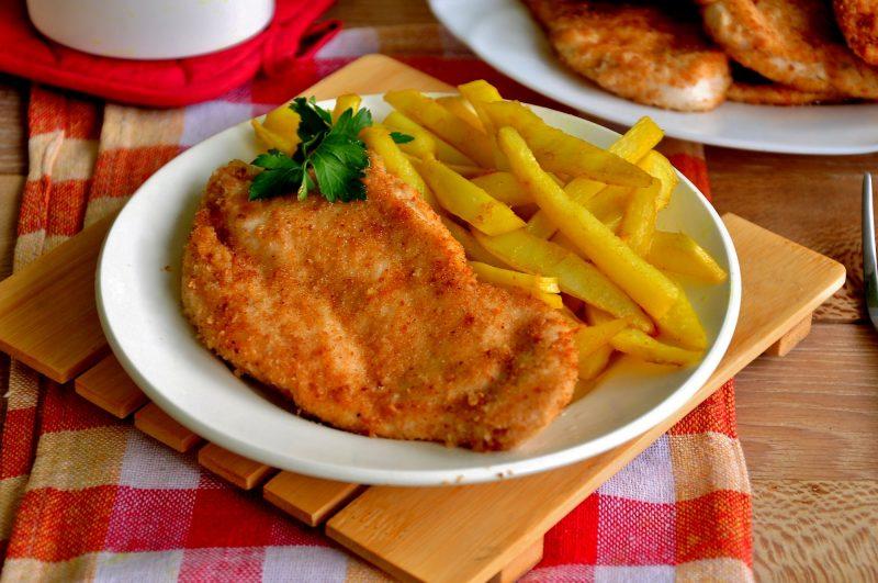 Филе куриное в духовке в сухарях
