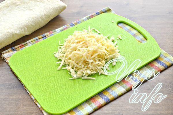 Лаваш с зеленью и сыром на сковороде