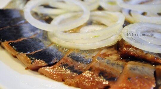 Слабосоленая сельдь с луком и маслом как посолить селёдку в домашних условиях вкусно и быстро