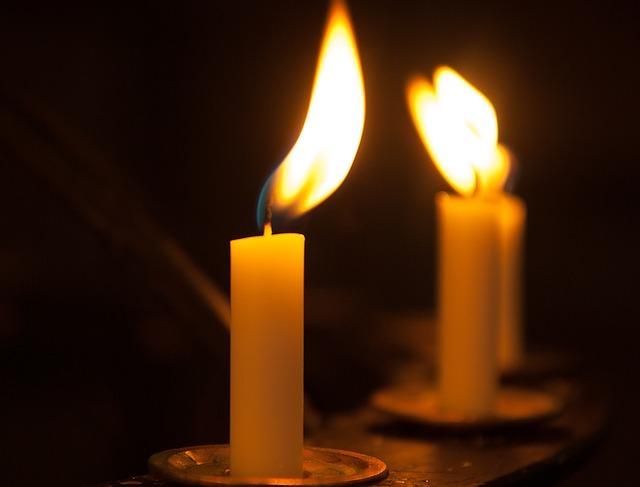 Как очистить дом свечей