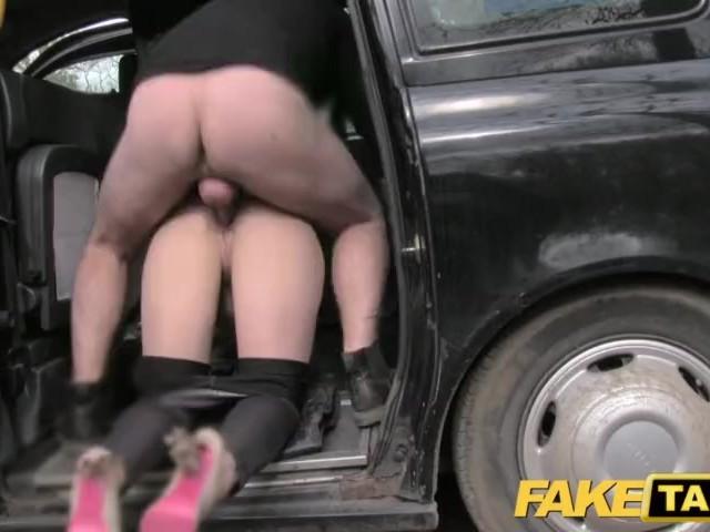Порно таксист трахнул