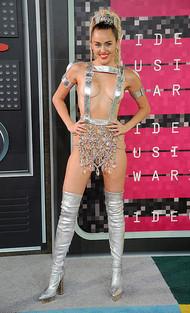 Голая актриса, певица Miley Cyrus фото, эротика, картинки - фотосессия из мужского журнала GQ на Xuk.ru! Фото 32