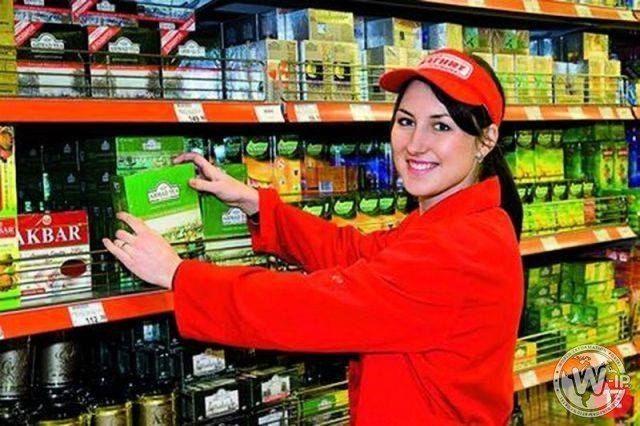 Мерчендайзер в супермаркете