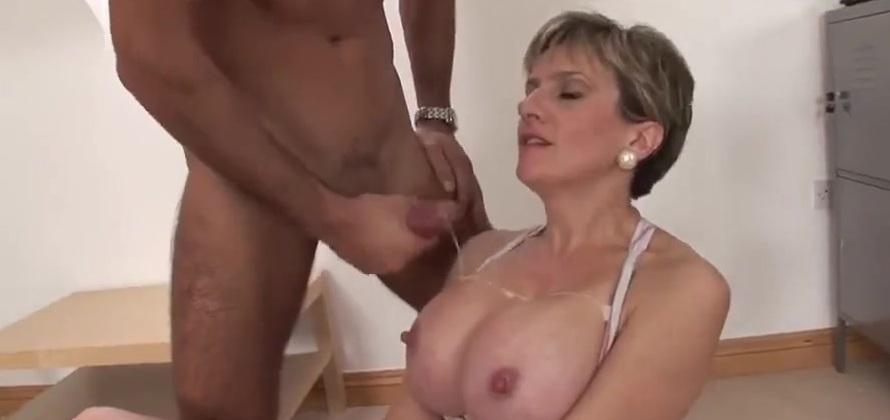 Секс со зрелой спортивной