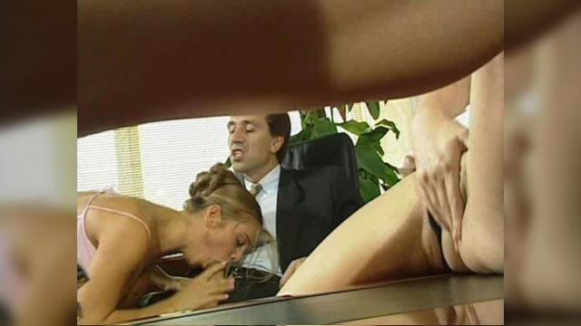 Директор выебал секретаршу